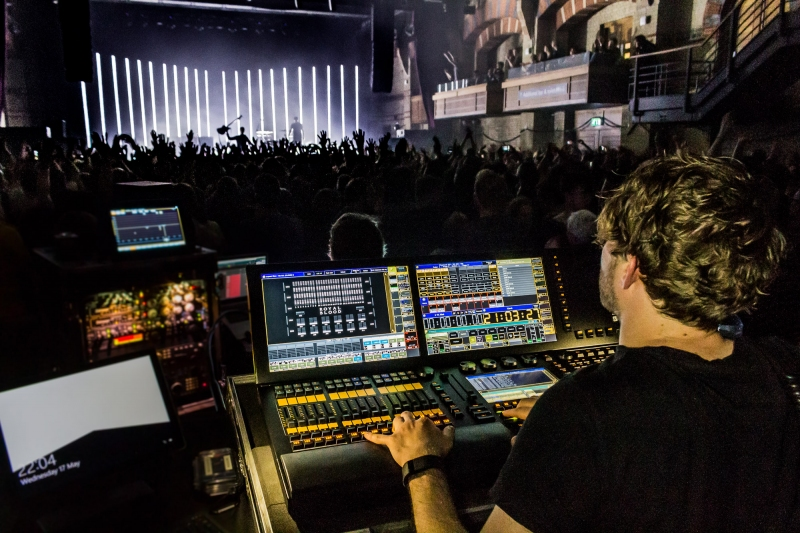 Royal Blood 2017 Tour (LD Sam O'Riordan behind the console)